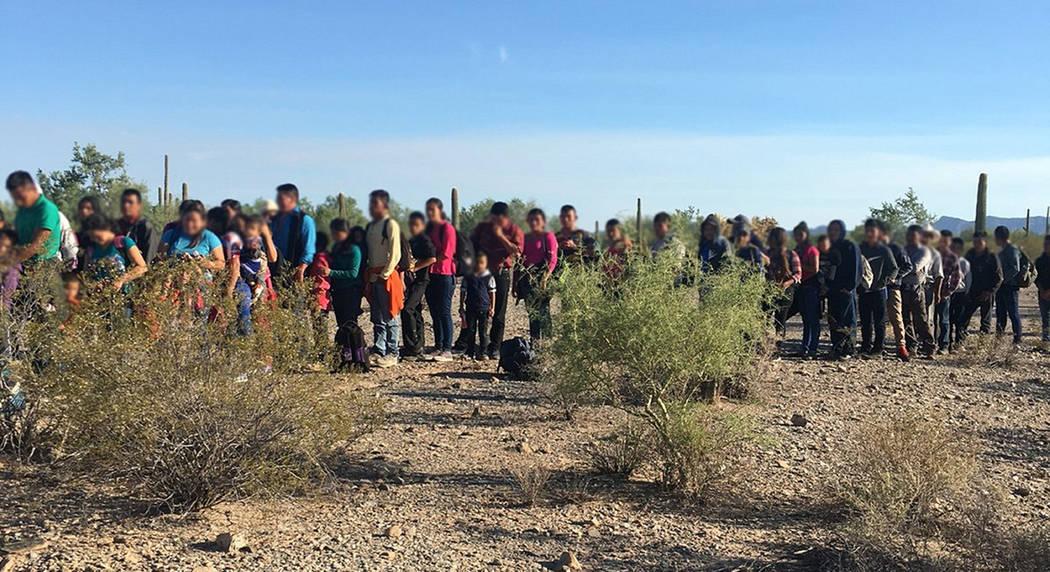 ARCHIVO. Sonoyta, Son., 5 Sep (Notimex-Especial).- La Patrulla Fronteriza en Arizona informó que oficiales de la Estación Ajo localizaron en el desierto a un grupo de 163 extranjeros indocumenta ...