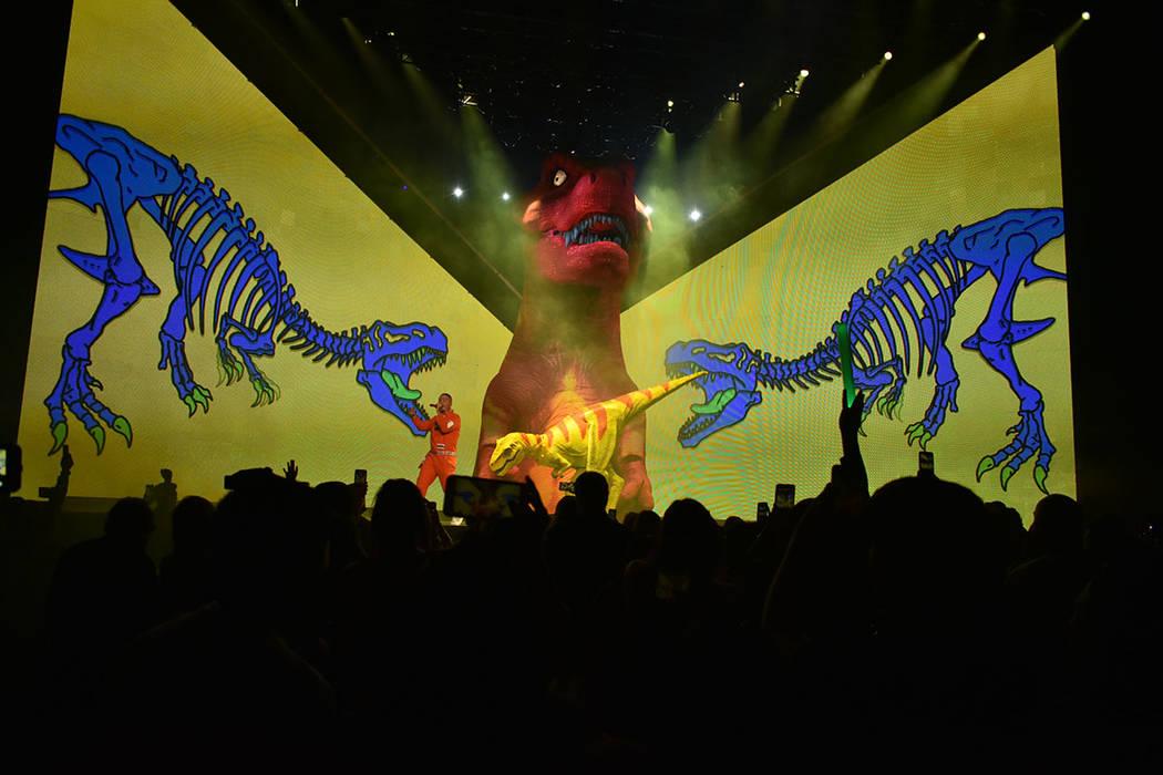 El show presentado por J Balvin denotó una llamativa producción que incluía gigantes figuras inflables de dinosaurios. Viernes 28 de septiembre de 2018 en el Centro de Eventos del Mandalay Bay. ...
