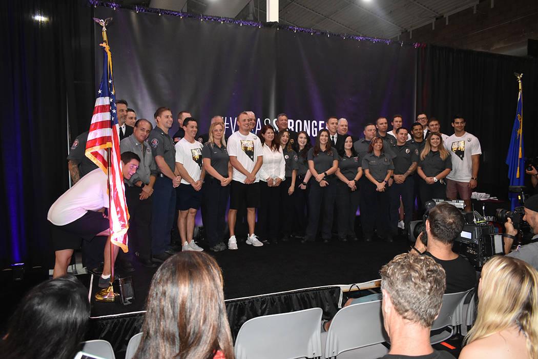 Aunque el tiroteo del 1 de octubre del 2017 sigue doliendo, un año después la comunidad sonríe por las muestras de solidaridad y unión que hubo entre los habitantes del Sur de Nevada. Lunes 1 ...