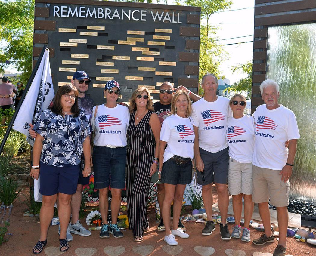 Mary Jo von Tillow, viuda de Kurt von Tillow, estuvo presente en la dedicación el muro en el jardín de sanación. Lunes 1 de octubre de 2018, en Las Vegas. Foto Frank Alejandre / El Tiempo.
