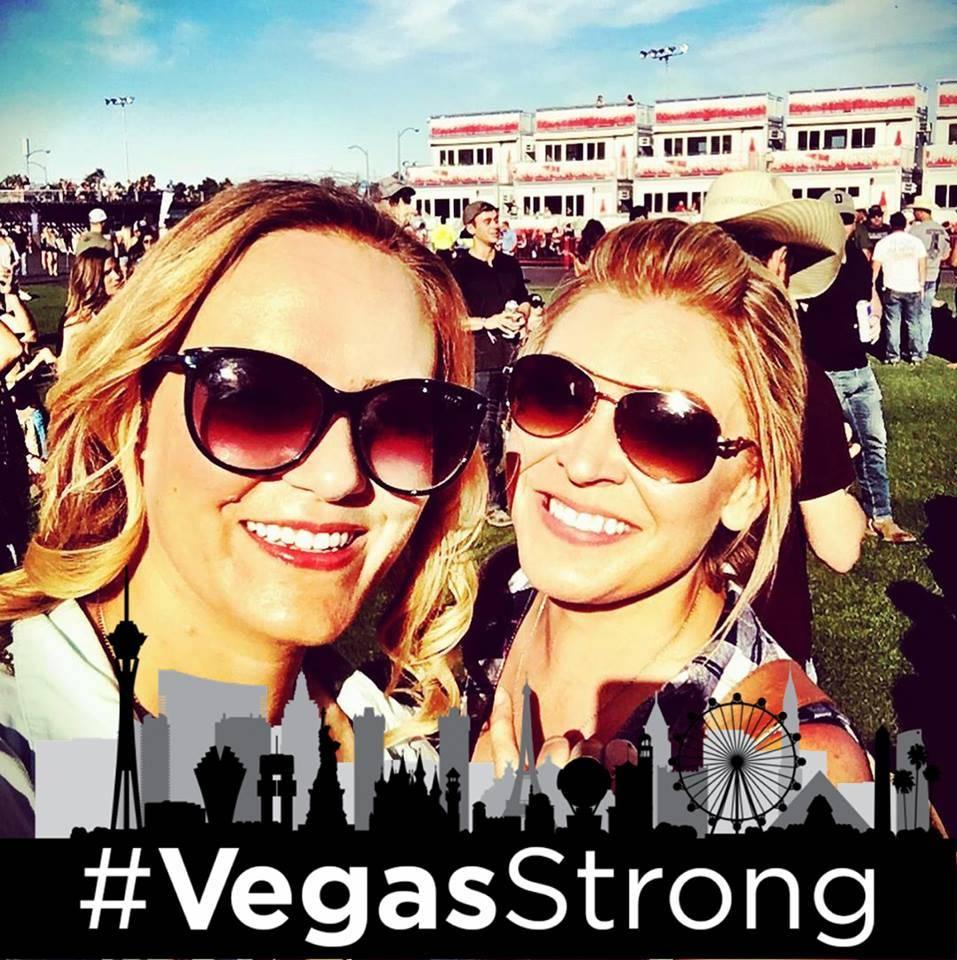 Amy McCaslin, a la izquierda, y Krystal Goddard se toman un selfie en el festival Route 91 Harvest el 1 de octubre de 2017. (Krystal Goddard)