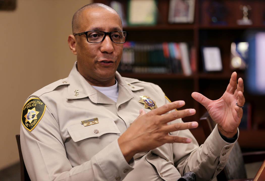 El asistente del alguacil Charles Hank, conversó con un reportero en el cuartel general de la Policía Metropolitana en Las Vegas el martes 2 de octubre de 2018, sobre los cambios que el departam ...