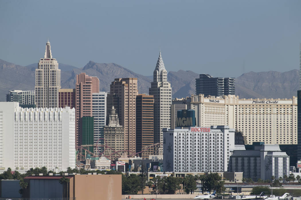 El horizonte de Las Vegas Strip visto desde McCarran en Las Vegas el jueves 1 de junio de 2017. Richard Brian Las Vegas Review-Journal @vegasphotograph