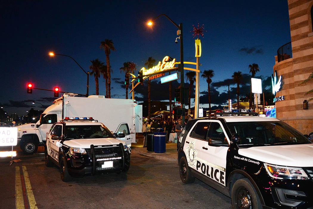 """En la """"Celebración de Noche Nacional"""" con la policía, las autoridades fortalecen vínculos con la comunidad. Martes 2 de octubre de 2018, en Downtown Area Command. Foto Frank Alejandre / El ..."""