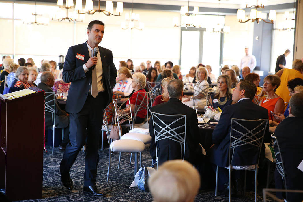 El candidato republicano al fiscal general Wes Duncan habla durante un almuerzo en el Southern Hills Republican Women's Club en Buckman's Grille en Henderson el martes 28 de agosto de 2018. Erik V ...