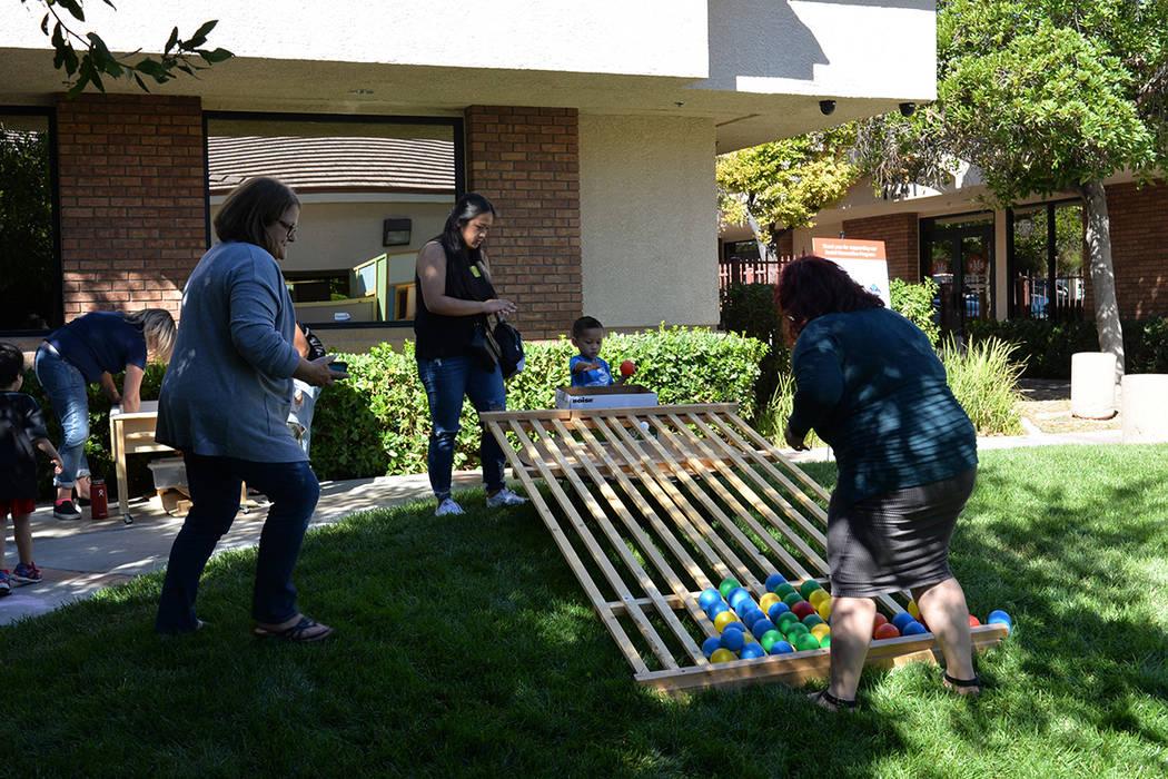 Easterseals Nevada brinda servicios excepcionales para ayudar a que todas las personas con discapacidades -o necesidades especiales- y sus familias sean autosuficientes a través de servicios dire ...