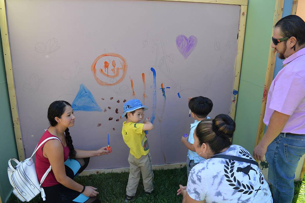 Blanca Castillo es mamá del niño Manuel Silva. Viernes 28 de septiembre de 2018, en Easterseal Nevada Charleston Campus. Foto Frank Alejandre / El Tiempo.