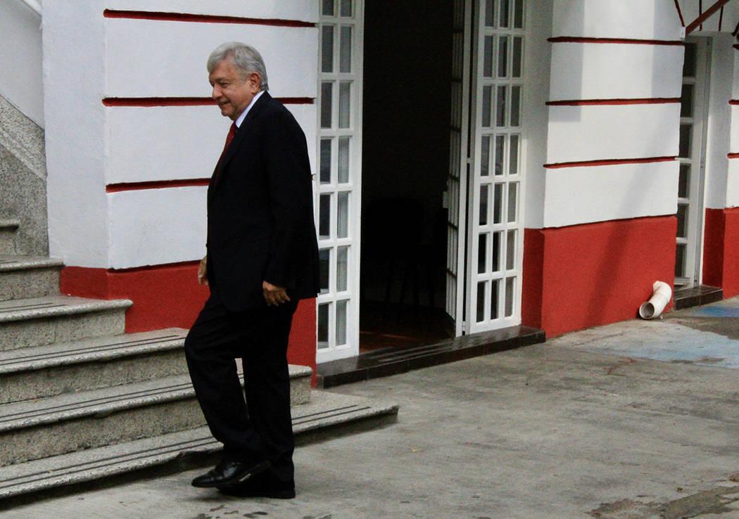 ARCHIVO. México, 11 Sep 2018 (Notimex-Javier Lira).- El Presidente Electo de México, Andrés Manuel López Obrador, llegando a su casa de transición.