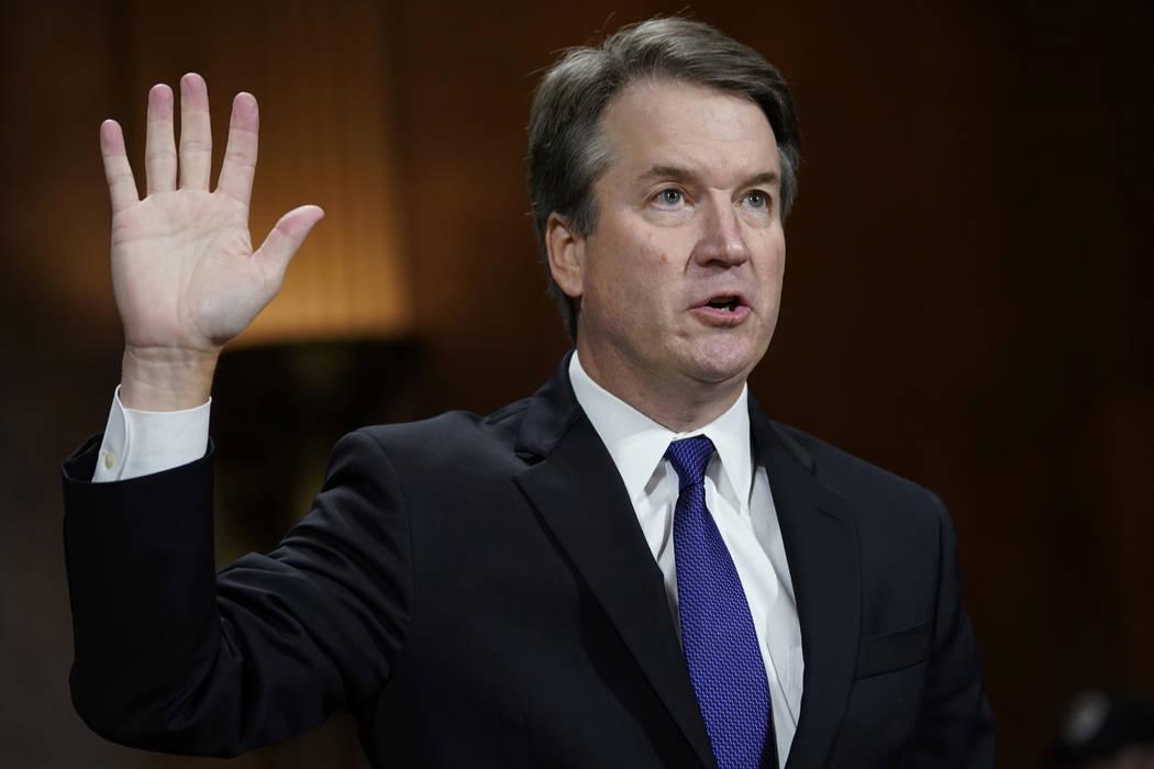 El juez Brett Kavanaugh, juró en declarar ante el Comité Judicial del Senado en Capitol Hill en Washington, el jueves 27 de septiembre de 2018. (Foto de AP / Andrew Harnik, Pool)