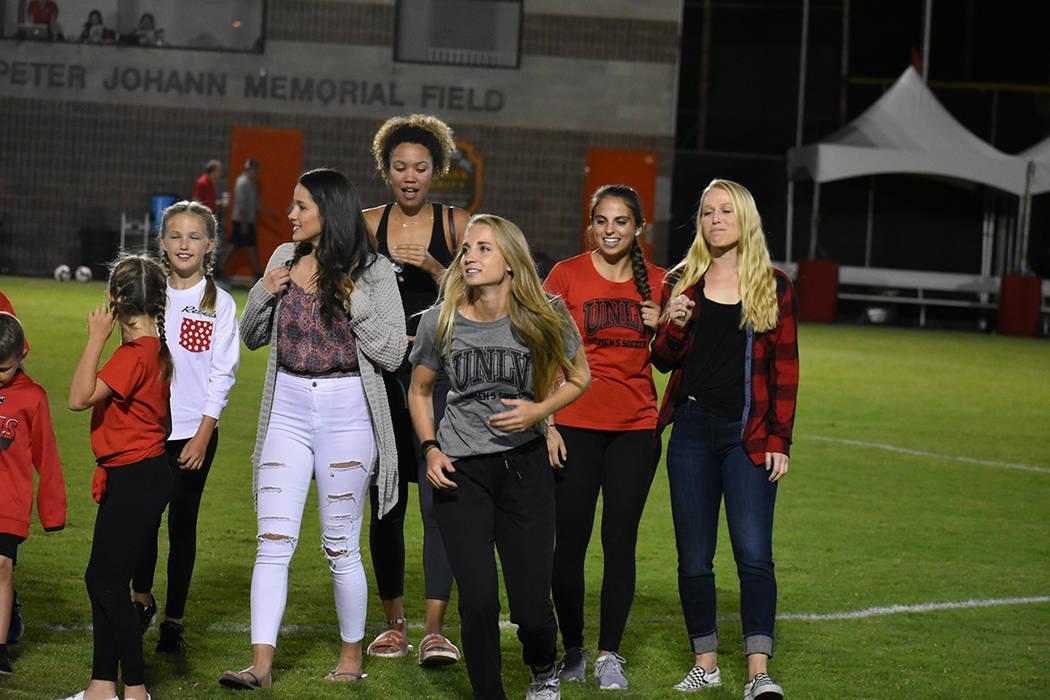 Al medio tiempo, se reconoció a ex-jugadoras que han destacado en 20 años de existencia del equipo femenil de fútbol soccer de UNLV. Viernes 5 de octubre de 2018 en campo Peter Johan Memorial. ...