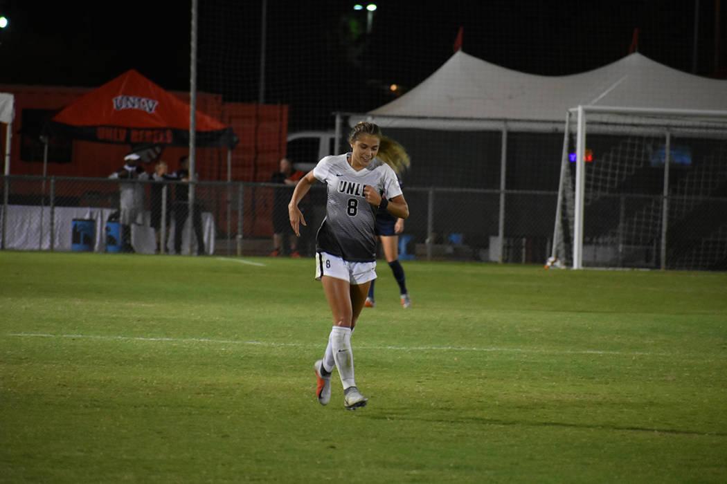Paige Almendariz (8) fue la jugadora del partido al defender bien y anotar el gol del triunfo. Viernes 5 de octubre de 2018 en campo Peter Johan Memorial. Foto Anthony Avellaneda / El Tiempo.