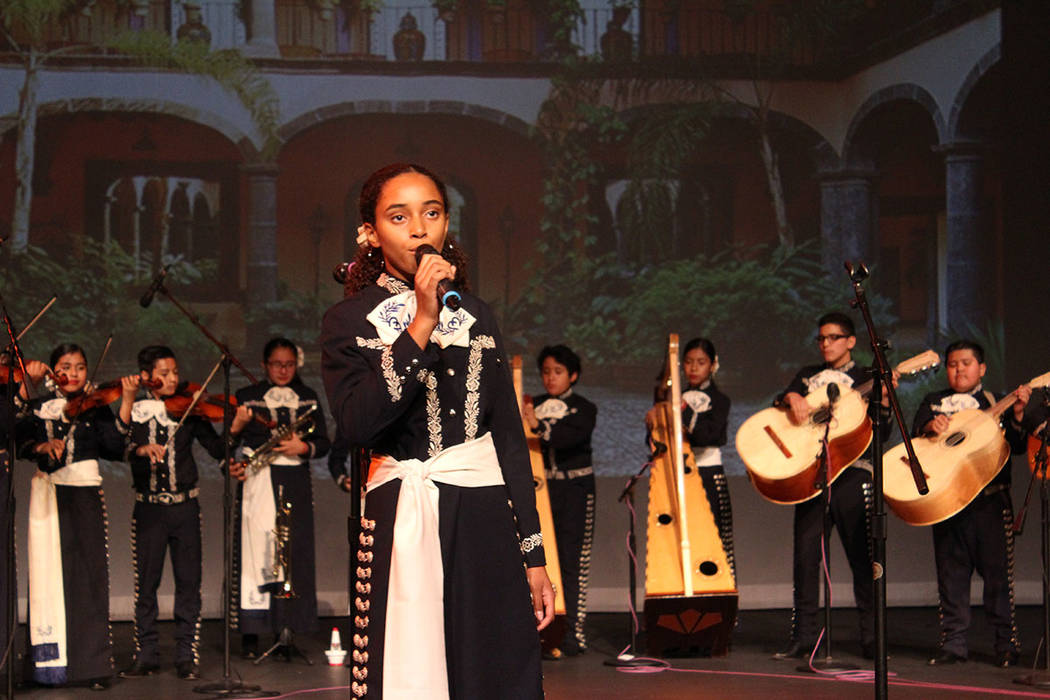 Los diversos conjuntos de mariachi, cuentan con alumnos de diversas descendencias. Viernes 5 de octubre de 2018, en el foro de la Biblioteca del Condado Clark. Foto Cristian De la Rosa / El Tiempo ...