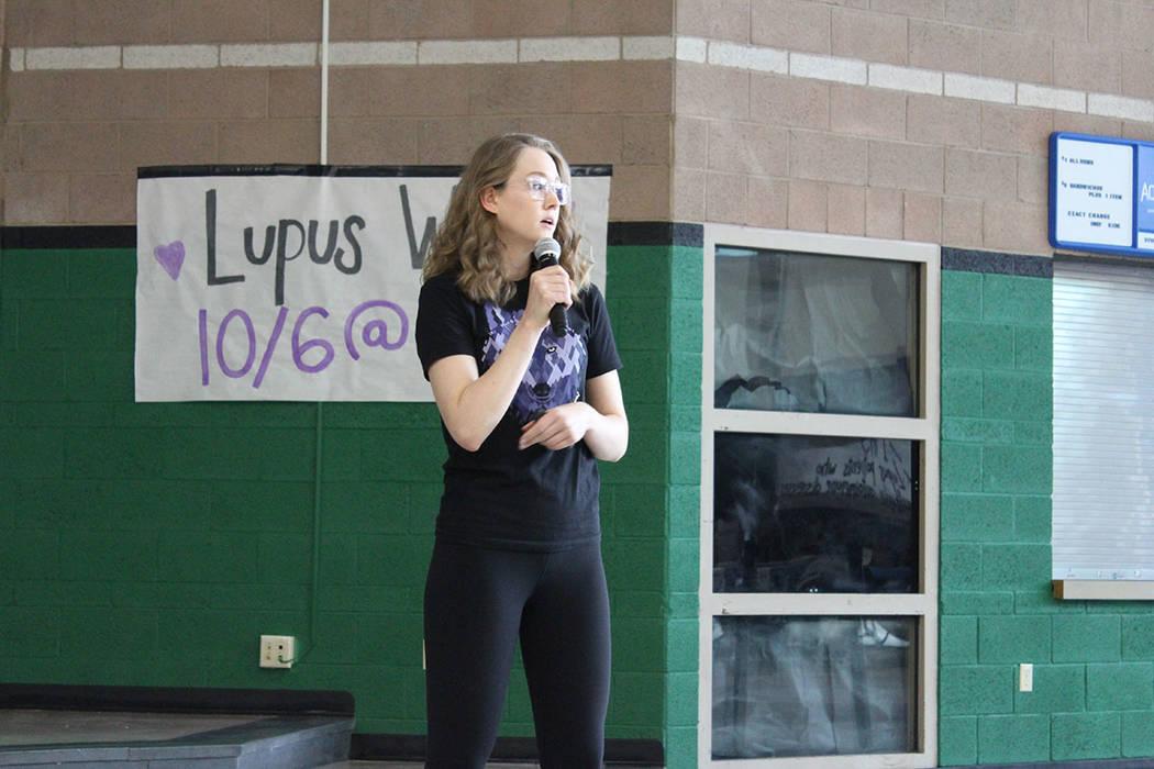 Samantha Wayne se es paciente de Lupus y es instructora deportiva para personas con la enfermedad. Sábado 6 de octubre del 2018. Preparatoria Palo Verde. Foto Cristian De la Rosa / El Tiempo - Co ...