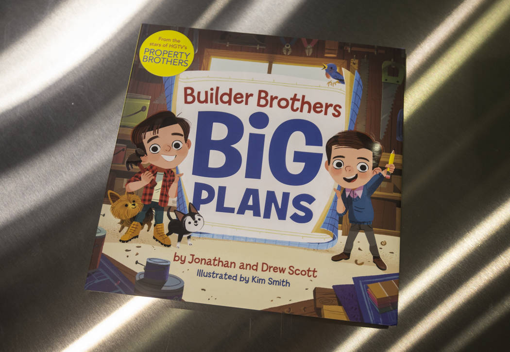 """Una copia del nuevo libro para niños de Jonathan y Drew Scott """"Builder Brothers Big Plans"""" en una firma de libros en el Discovery Children's Museum el lunes, 8 de octubre de 2018, en Las Vegas. B ..."""