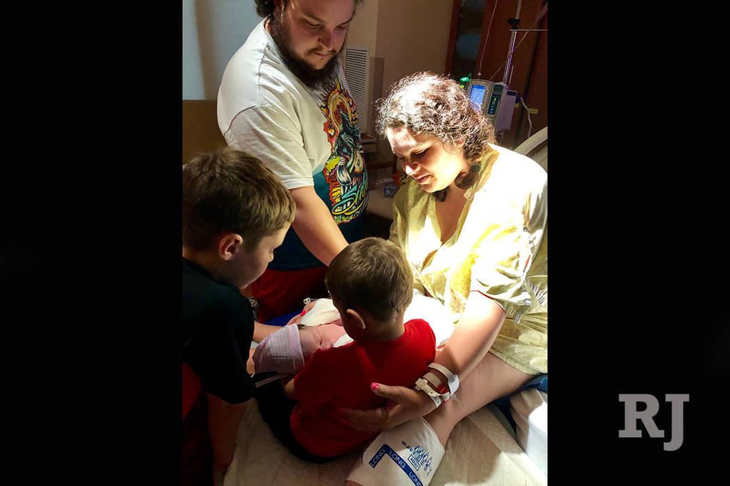 Amanda Cook, de 28 años, dio a luz a Melodie Sepulveda en el Hospital Regional de Mesa View el 11 de julio de 2018. Ella y su prometido, Antonio Sepúlveda, planeaban tener un cuarto hijo, pero p ...