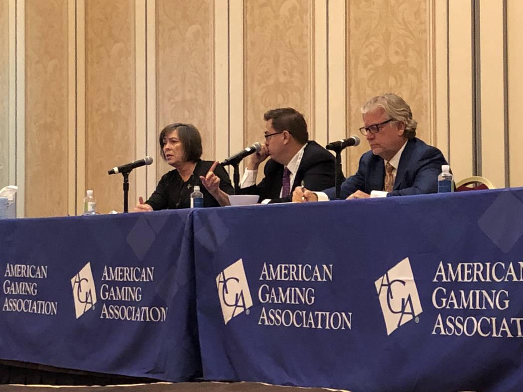 De izquierda a derecha: Phyllis Gilland, vicepresidenta sénior y asesora legal general de Golden Entertainment, Inc.; Matt Krystofiak, vicepresidente senior de recursos humanos para Caesars Enter ...