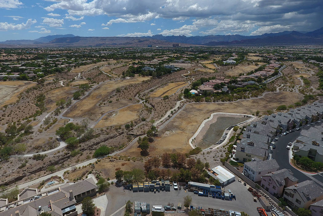 Vista aérea del antiguo campo de golf Badlands visto desde Alta Drive en Summerlin el jueves 19 de julio de 2018. Michael Quine / Las Vegas review-Journal @ Vegas88s