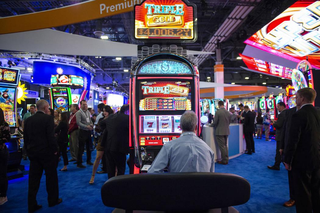 Alrededor de 30 mil personas asisten a la 18ª Exposición Global de Juegos de Azar en el Sands Expo and Convention Center en Las Vegas, el miércoles 10 de octubre de 2018. Caroline Brehman / Las ...