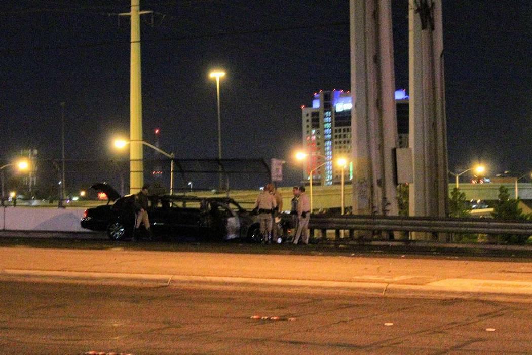 La policía de Las Vegas investiga un choque que involucra una limusina y un vehículo de policía en Flamingo Road, al este de la Interestatal 15, temprano en la mañana del jueves, 11 de octubre ...