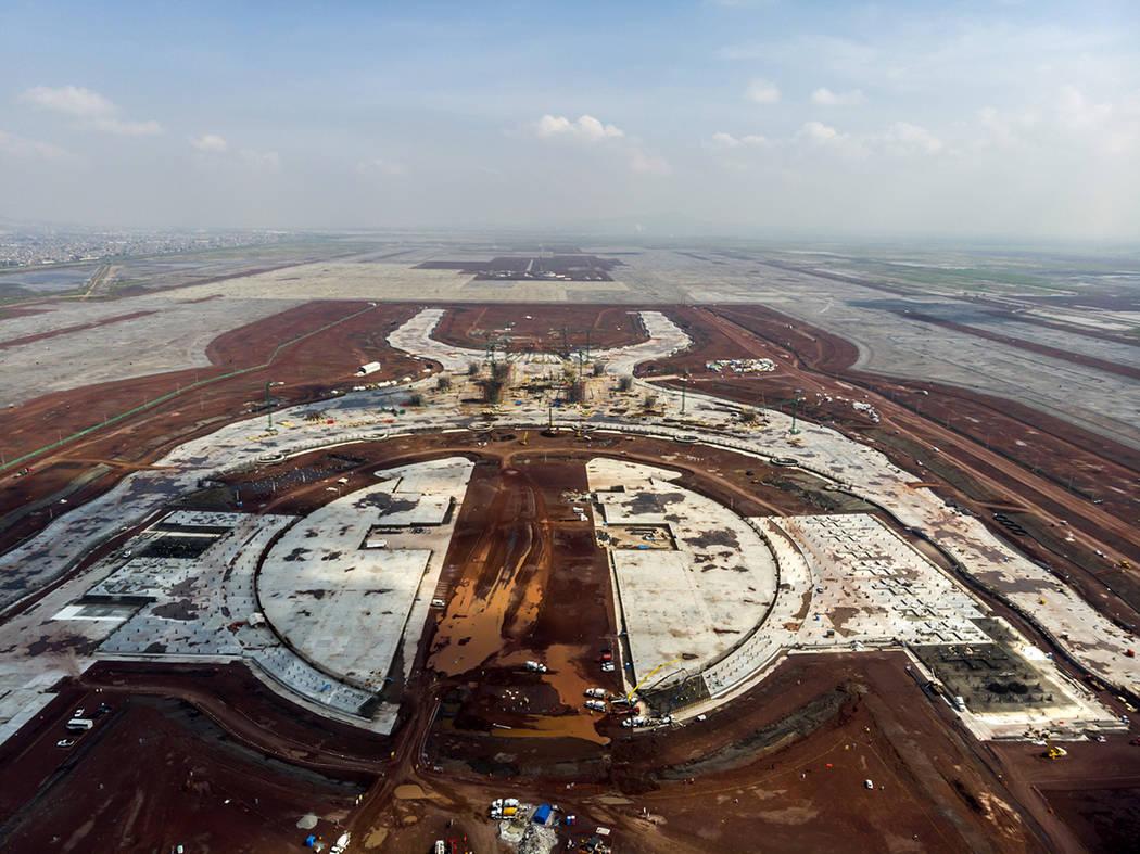 México 16 Oct 2018 (Notimex- Arturo Monroy).- Previo a la Consulta Nacional sobre el Nuevo Aeropuerto Internacional de México, que se llevará a cabo los días 25, 26, 27 y 28 de octubre, los c ...