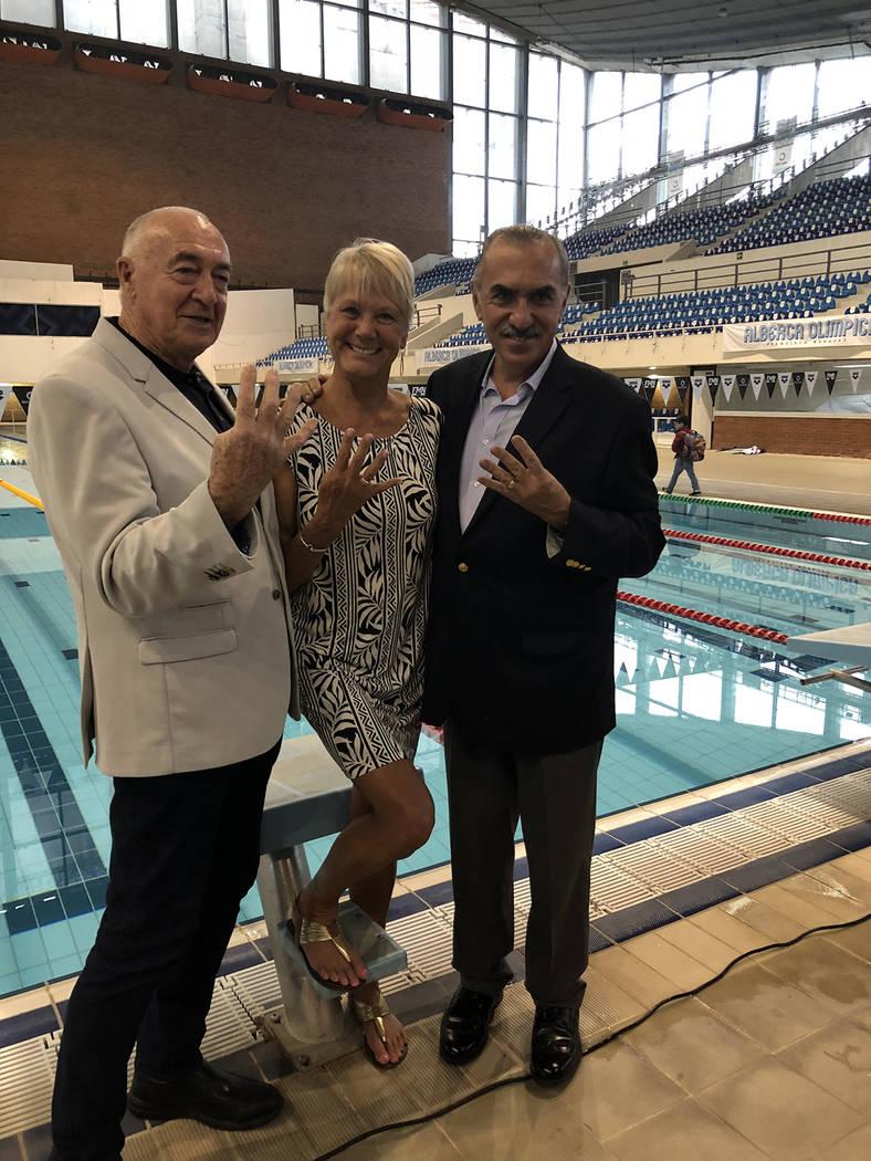 """México, 11 Oct 2018 (Notimex-José Luis Simón).- Los nadadores Felipe Muñoz, Debbie Meyer, Michael Burton y Klaus Dibiasi visitaron la Alberca Olímpica """"Francisco Márquez"""", donde hace 50 ..."""