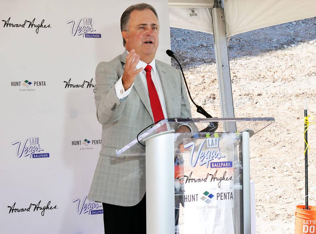 La construcción de este estadio es una prueba del crecimiento de los Estados Unidos, estoy muy orgulloso de los trabajadores y sus familias, la comunidad de Las Vegas y las autoridades que nos ha ...