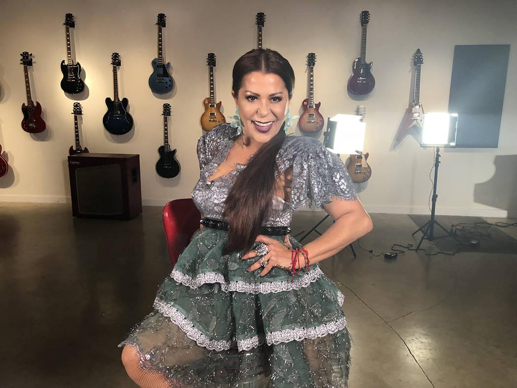 """Miami, Florida 15 Oct 2018 (Notimex-Especial).- La rockera mexicana Alejandra Guzmán estrenó su nuevo sencillo """"Soy Así"""" en todas las plataformas de música y el video en su canal oficial d ..."""