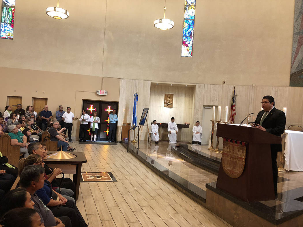 El cónsul de El Salvador, Tirso Sermeño habló en Santa Ana sobre San Oscar Arnulfo Romero, el 14 de octubre de 2018. Foto Valdemar González / El Tiempo - Contribuidor.