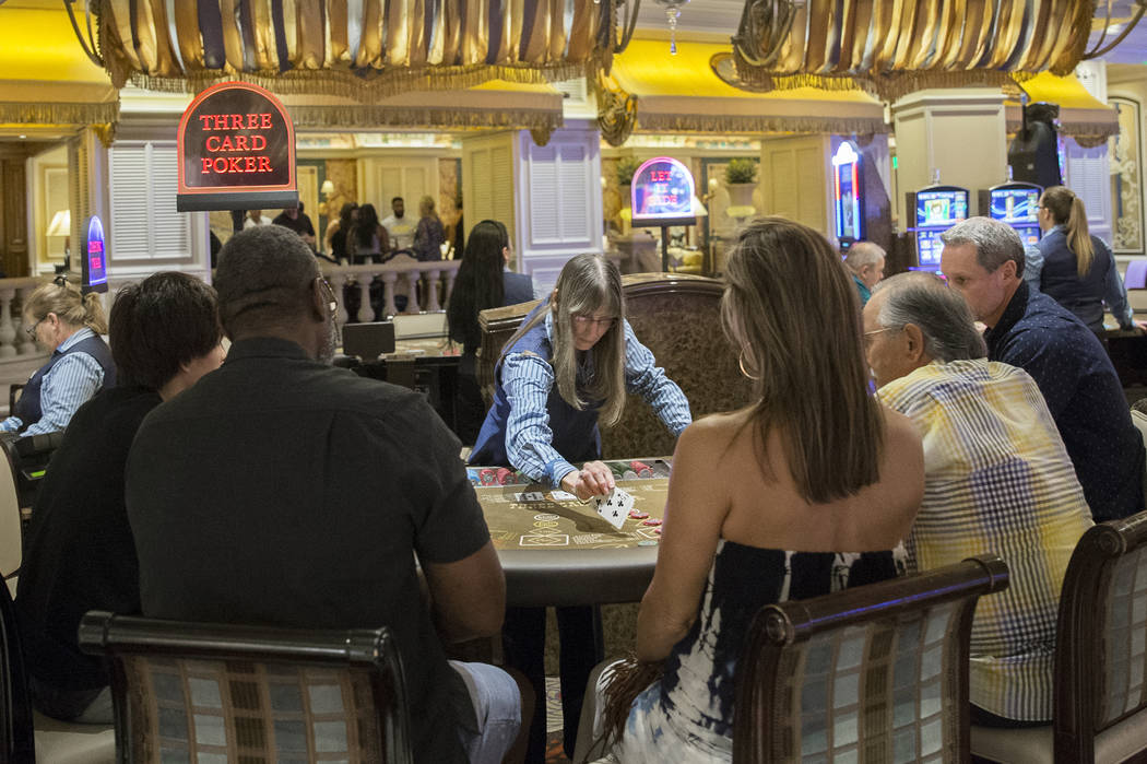 Los clientes juegan en Bellagio el martes 2 de octubre de 2018, en Las Vegas. Benjamin Hager Las Vegas Review-Journal @benjaminhphoto