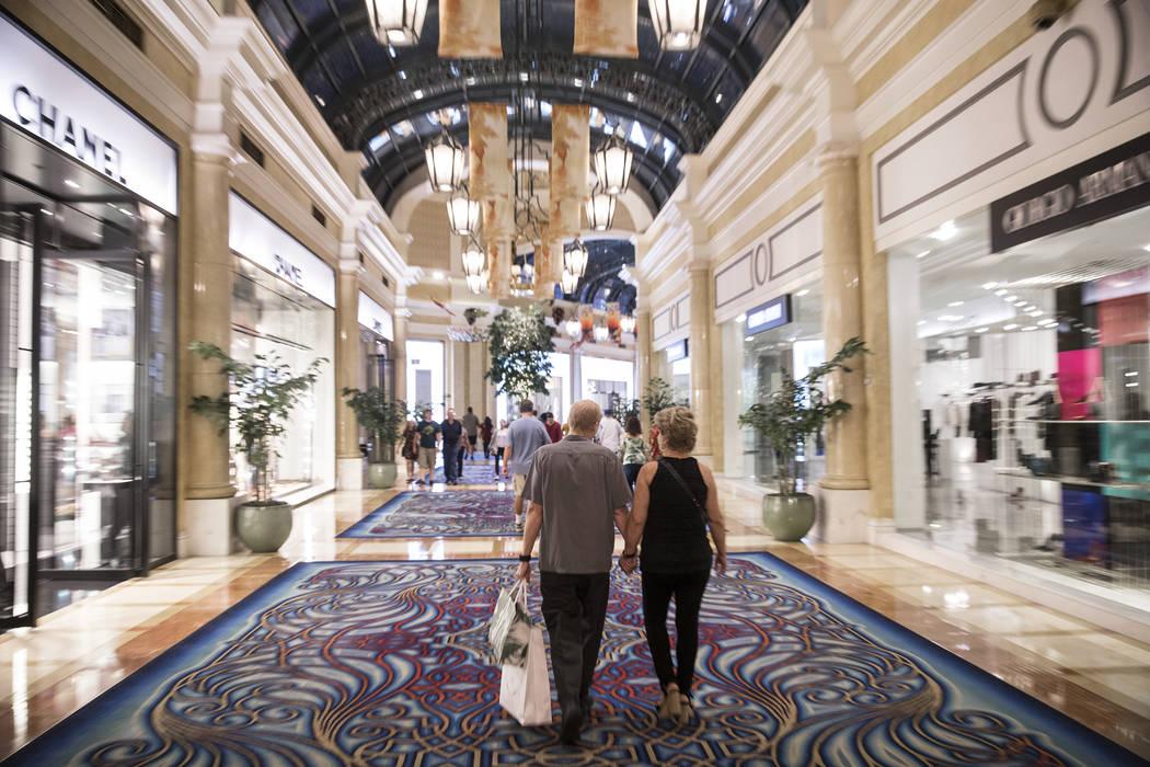 Compradores en el Bellagio el martes 2 de octubre de 2018, en Las Vegas. Benjamin Hager Las Vegas Review-Journal @benjaminhphoto