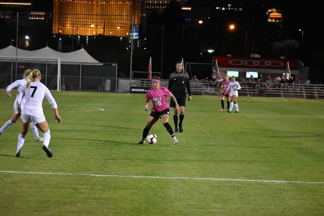 El partido entre UNLV vs Nuevo México tuvo que irse a tiempos extras, sin embargo, la paridad siguió. Viernes 12 de octubre de 2018 en campo Peter Johan. Foto Anthony Avellaneda / El Tiempo.