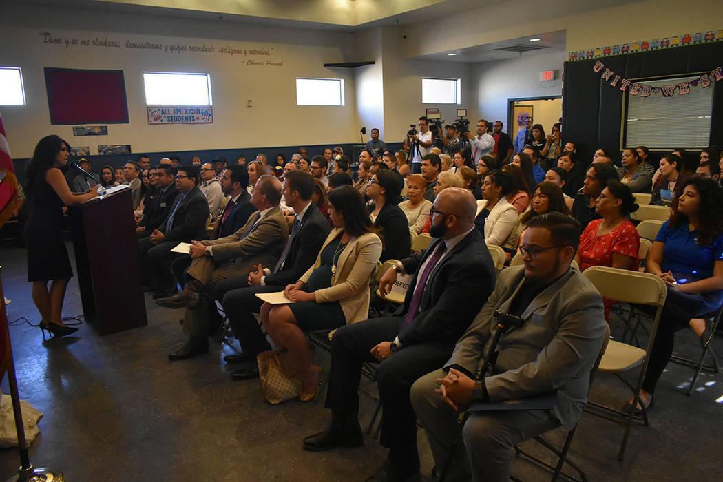 La maestra de ceremonias de este evento inaugural fue Arlene Rivera –quien también es integrante de la junta directiva de esta fundación-. Viernes 12 de octubre de 2018 en el Centro Comunitari ...