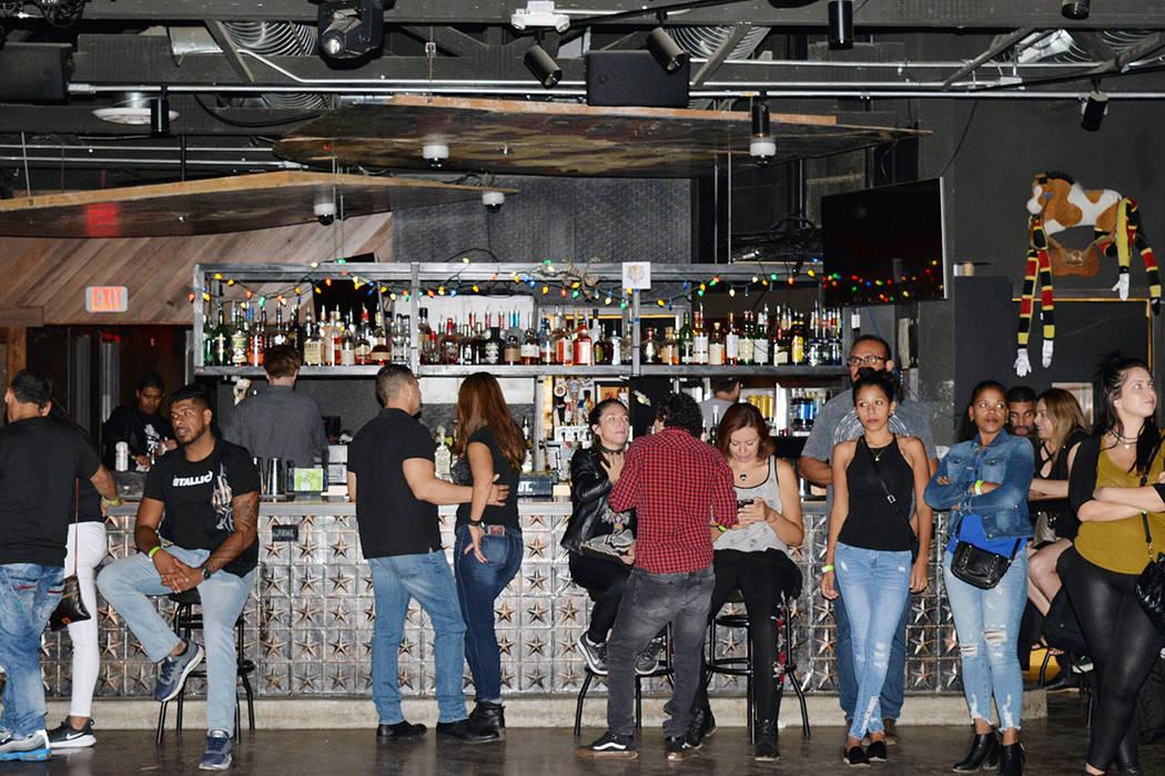 """Extraños Objetos se dejaron """"caer la greña"""" en el tributo a Juanes. Sábado13 de octubre de 2018, en el Bunkhouse Saloon. Foto Frank Alejandre / El Tiempo."""