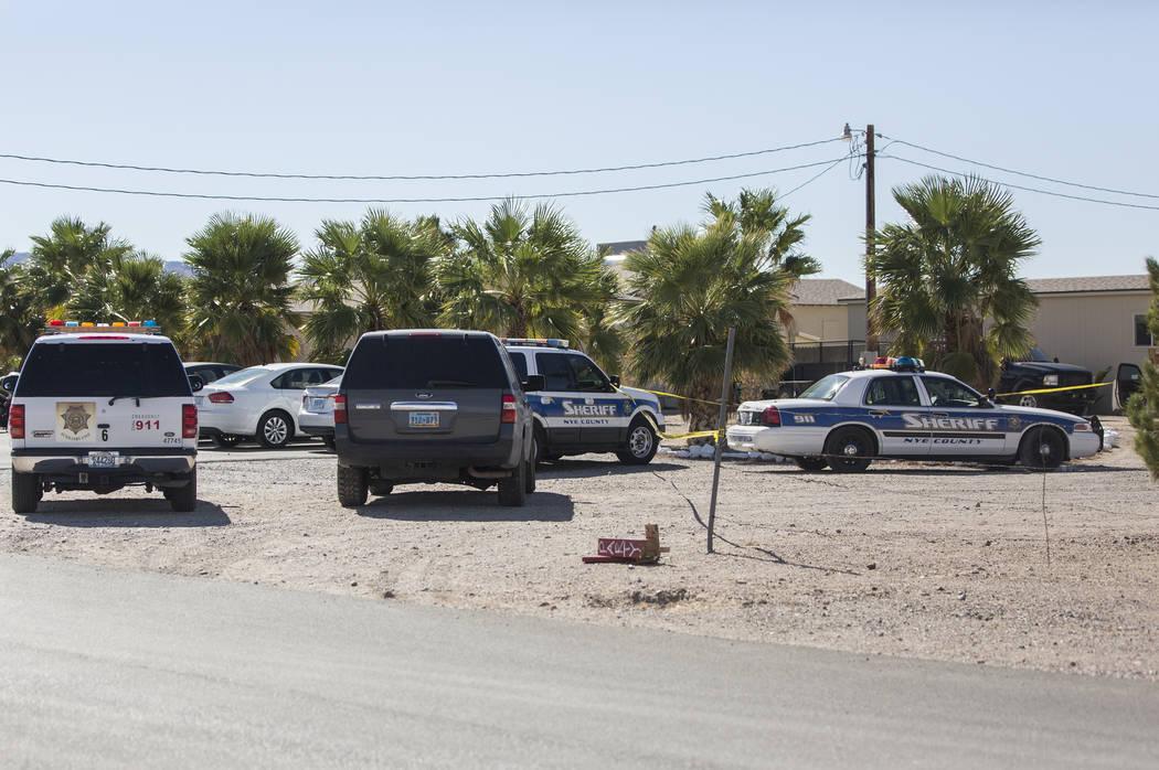 La policía del condado de Nye rodea el Love Ranch de Dennis Hof después de que el prominente propietario del burdel fue encontrado muerto esa mañana en Love Ranch de Dennis Hof el martes 16 de ...