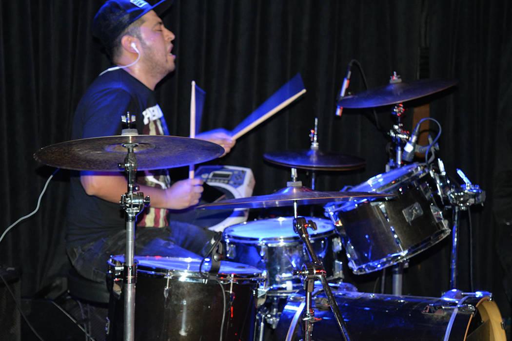 Edgar Morales, baterista de Samy Gana. Sábado13 de octubre de 2018, en el Bunkhouse Saloon. Foto Frank Alejandre / El Tiempo.