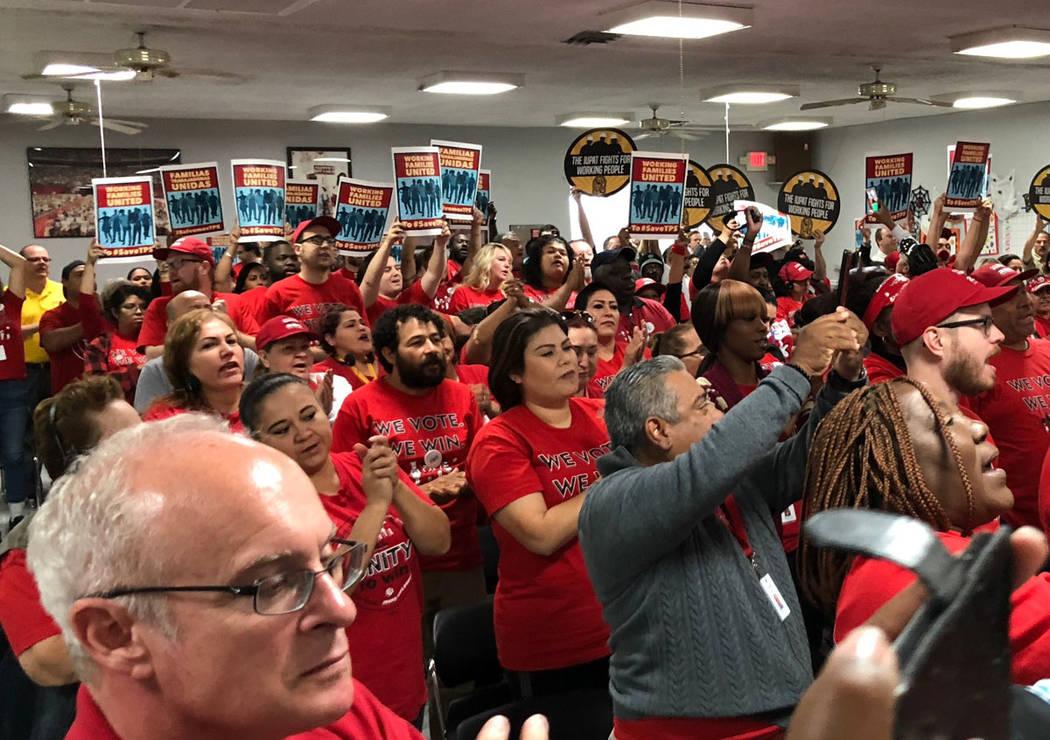 Trabajadores reaccionan en el Foro por el TPS. Miércoles 17 de octubre de 2018, en la Unión Culinaria. Foto Valdemar González / El Tiempo - Contribuidor.