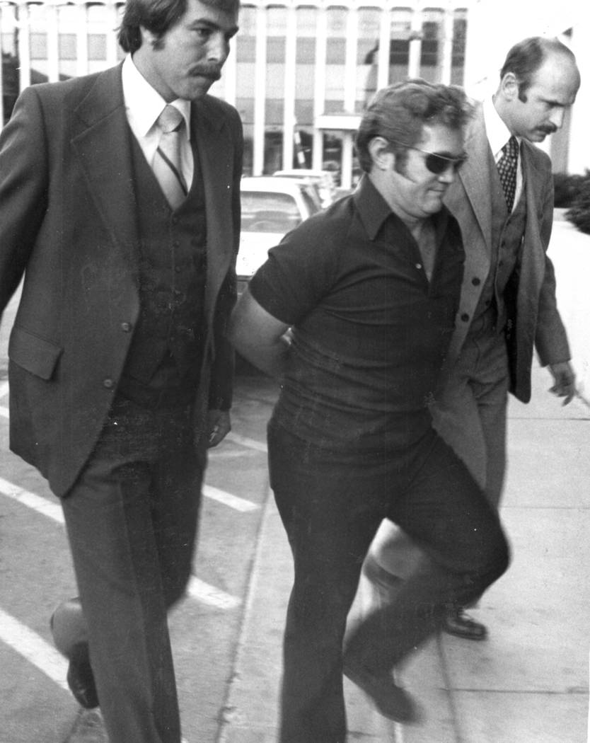 Jerald Burgess escoltado a la corte en 1982. (Foto de archivo)