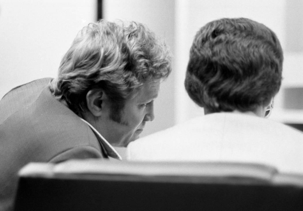 Jerald Burgess, a la izquierda, fue absuelto en 1982 en el secuestro de Cary Sayegh, de 6 años, en el patio de recreo de la escuela hebrea Albert Einstein. (Foto de archivo)