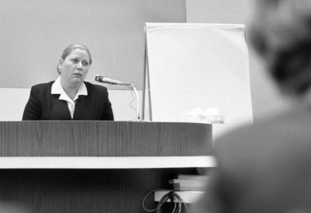 Marilyn Sayegh, madre de Cary Sayegh, testifica durante un juicio en 1982 en el juzgado del Condado de Clark. Jerald Burgess fue acusado y luego absuelto en el secuestro de 1978 de un niño de 6 a ...