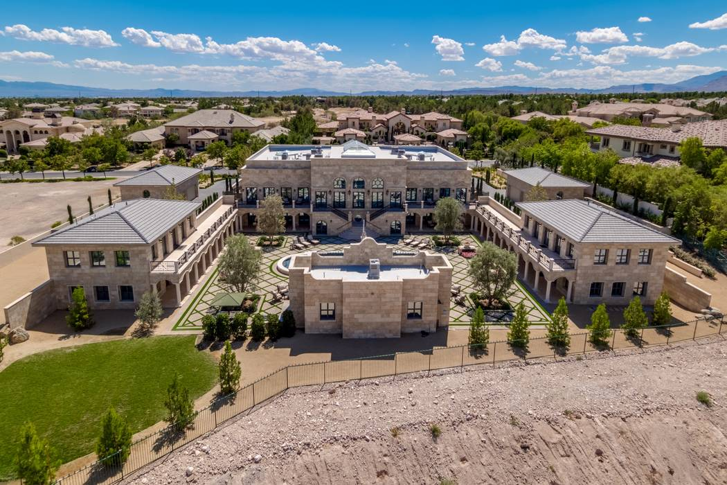 El boxeador Floyd Mayweather compró la casa en 9504 Kings Gate Court en Las Vegas, por 10 mdd. (Luxury Estates International)