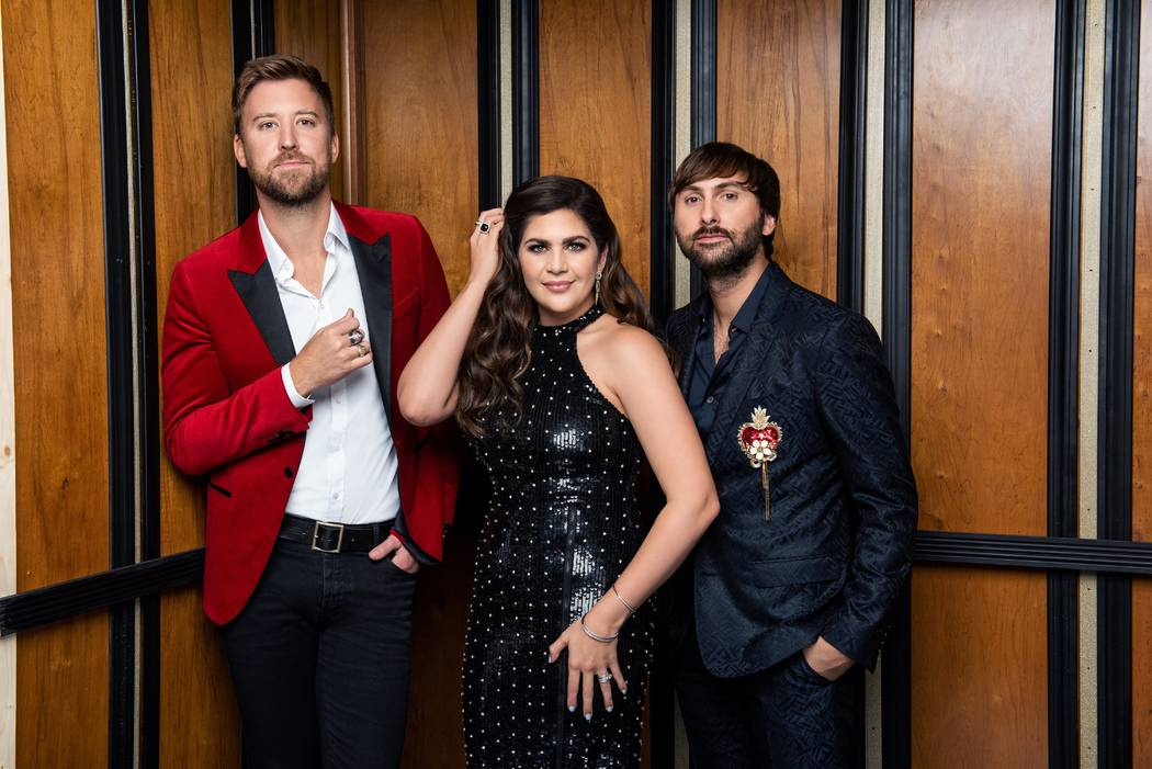 Lady Antebellum, desde la izquierda, Charles Kelley, Hillary Scott y Dave Haywood, tocarán una serie de 16 conciertos en el Pearl Concert Theatre en Palms a partir del 8 de febrero de 2019. (John ...