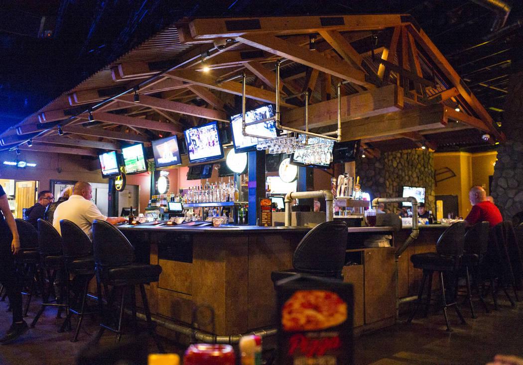 Timbers, un bar y parrilla que también ofrece video póker, en Henderson el jueves 15 de marzo de 2018. El 11 de noviembre de 2016, el agente de Henderson, Earl Mitchell, retiró $500 de un cajer ...