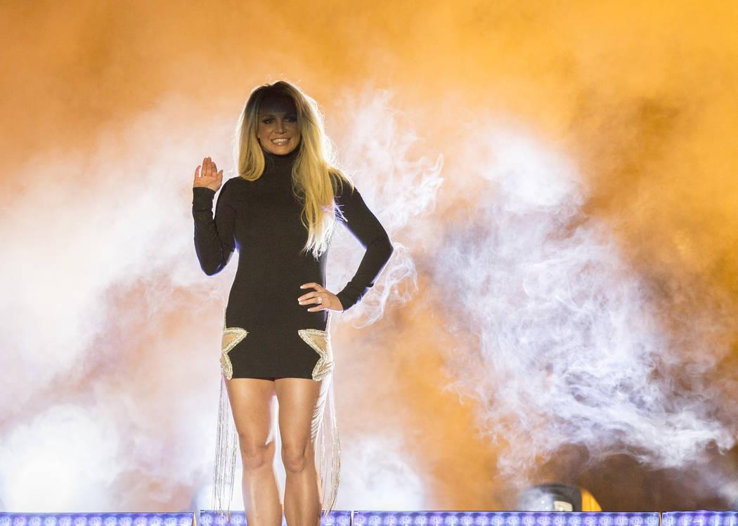 Britney Spears aparece en el escenario durante un evento para anunciar su nueva residencia en The Park Theater en Park MGM el jueves 18 de octubre de 2018, en las afueras de T-Mobile Arena, en Las ...