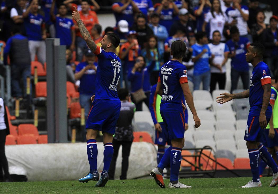 México 6 Oct 2018 (Notimex-Oscar Ramírez).- Cruz Azul recuperó el liderato general del Torneo Apertura 2018 de la Liga MX, sigue invicto de local y prácticamente está en la liguilla, al vence ...