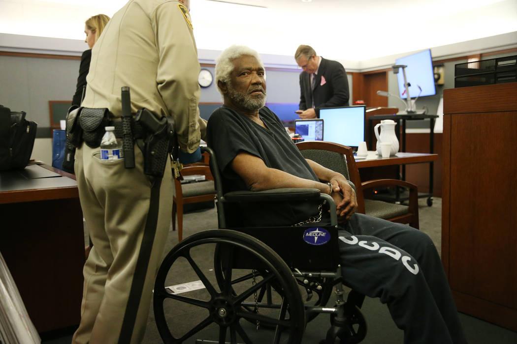 Nathan Burkett, de 68 años, presunto asesino en serie, se declaró culpable de dos cargos de asesinato en segundo grado, en el Centro de Justicia Regional de Las Vegas, jueves, 25 de octubre de 2 ...