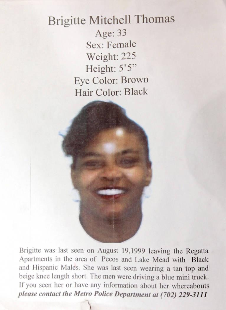 """Un cartel de """"se busca"""" proporcionado por la familia de Brigitte Mitchell Thomas el 8 de agosto de 2012. Mitchell Thomas desapareció en Las Vegas en 1999 y tenía conexiones con Nathan Burkett. ( ..."""