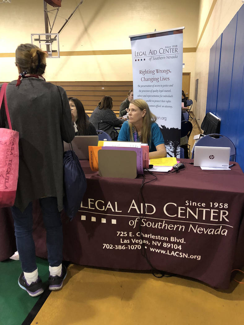 "Unas cien personas pudieron a ""preguntarle gratis"" al abogado, en evento Probono en el Neighborhood Recreation Center. Martes 23 de octubre de 2018, en la Clínical Legal Pro Bono. Foto Valdem ..."