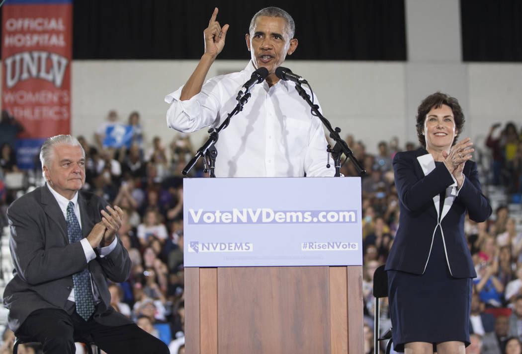 El ex-presidente Barack Obama habla durante un mitin en el Cox Pavilion, el lunes 22 de octubre de 2018, en Las Vegas. Foto Benjamín Hager / Las Vegas Review-Journal.