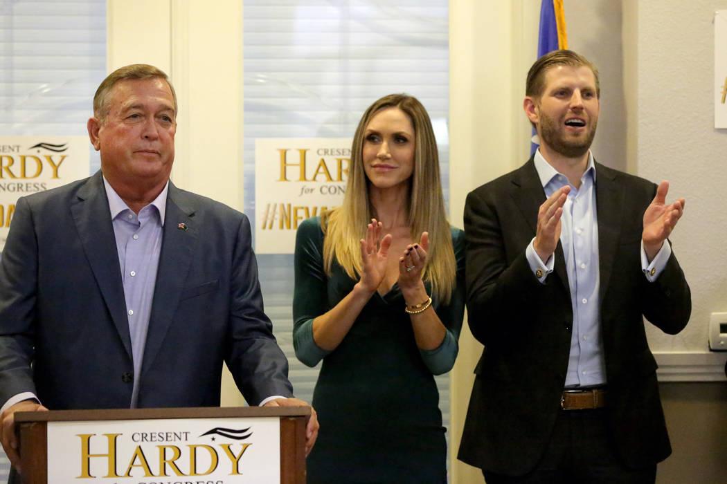 Eric y Lara Trump muestran su apoyo al Representante de los Estados Unidos Cresent Hardy durante un mitin en la oficina de Summerlin del Partido Republicano de Nevada el lunes 29 de octubre de 201 ...