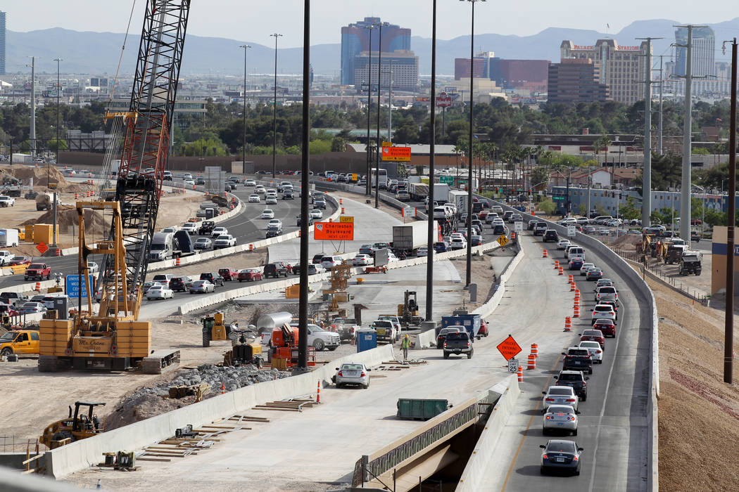 El trabajo continúa el Proyecto Neon al sur del Spaghetti Bowl, 8 de mayo de 2018. K.M. Cannon Las Vegas Review-Journal @KMCannonPhoto